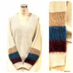 シャギースリーブセーターとグレンチェックスカート